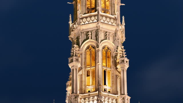 cu, zo, ms, t/l, town hall illuminated at night, brussels, belgium - circa 15th century stock videos & royalty-free footage