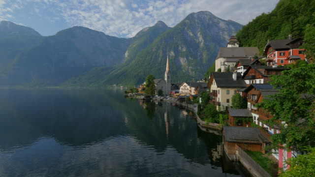 Town of Hallstatt on Lake Hallstatt against Krippenstein Mountain (2108m), Salzkammergut, Upper Austria, Austria