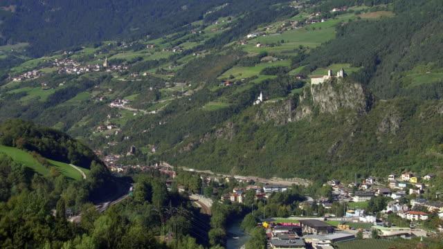 Ciudad de chiusa y Saeben Abbey en South Tyrol TL