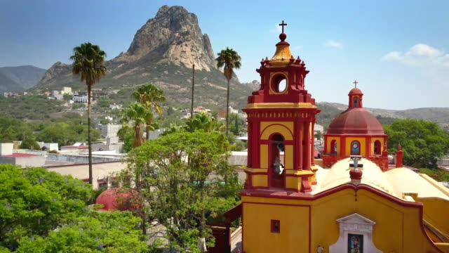 town of peña de bernal in queretaro - crane shot stock videos & royalty-free footage