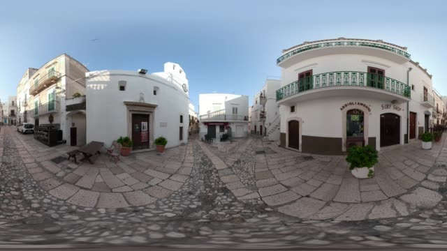 360 vr / town square in old town of peschici - 360 video stock videos & royalty-free footage