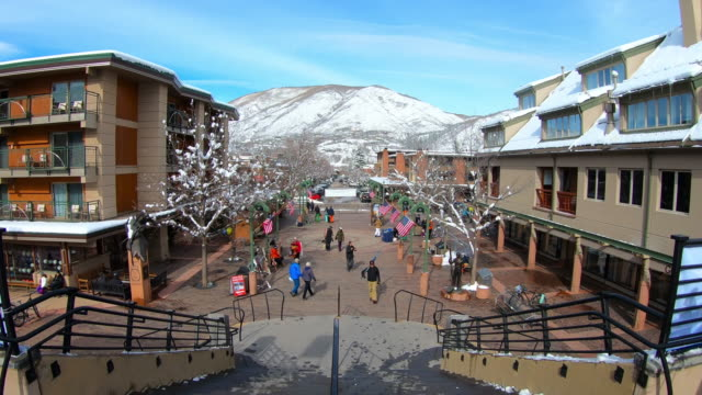 vidéos et rushes de town square of aspen, colorado - colorado