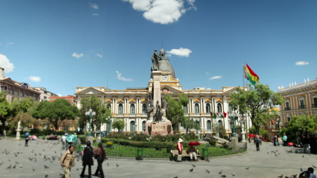 stockvideo's en b-roll-footage met town square of la paz, bolivia - bolivia