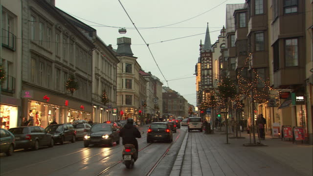 ws town street traffic during christmas / oslo, norway - norway stock videos & royalty-free footage