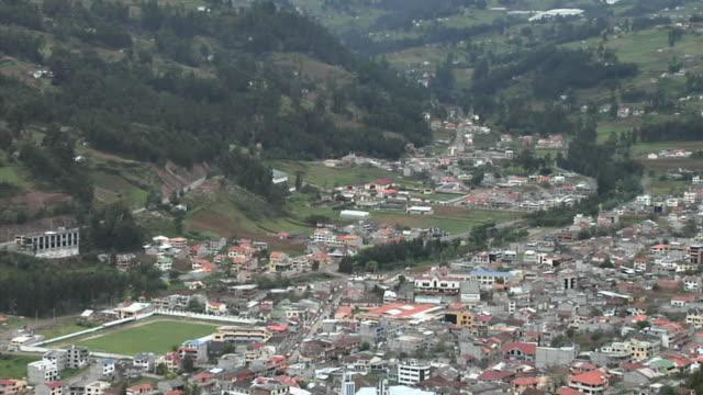 vídeos de stock, filmes e b-roll de ws ha zo townscape, ecuador - vista da cidade