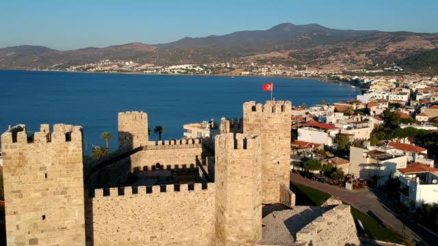 candarli、イズミル、トルコの町並み - トルコ国旗点の映像素材/bロール