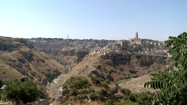 ws townscape of sassi houses / matera, basilicata, italy  - cattedrale video stock e b–roll
