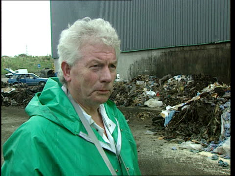 london: edmonton incinerator: bv huge pile of waste emptying from back of lorry r-l inspectors inspecting huge mound of waste cms side inspector... - back lit stock-videos und b-roll-filmmaterial