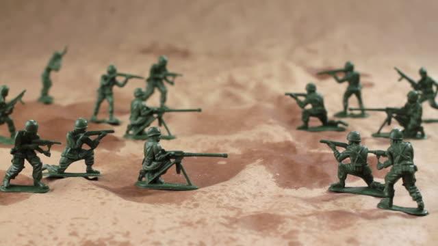 slo mo ws td toy army men - 数個の物点の映像素材/bロール