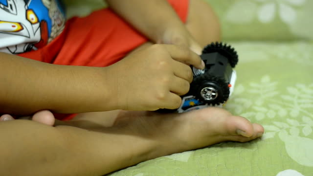 vidéos et rushes de jouet enfant - batterie