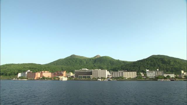 vidéos et rushes de toyako hot spring resort in hokkaido - établissement de cure