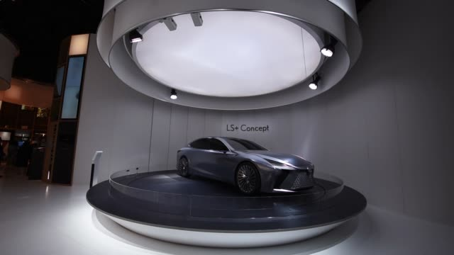 stockvideo's en b-roll-footage met a toyota motor corp lexus ls concept vehicle stands on display at the tokyo motor show in tokyo japan on wednesday oct 25 2017 - toyota motor