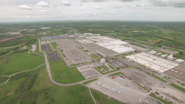 ws aerial ds toyota motor manufacturing plant / georgetown, kentucky, united states - kentucky stock videos & royalty-free footage
