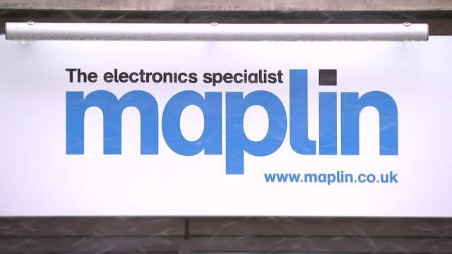 'Toys R Us' and 'Maplin' go into administration ENGLAND EXT Wide shot Maplin store and car park High Holborn Maplin shop front Snow on pavement TILT...