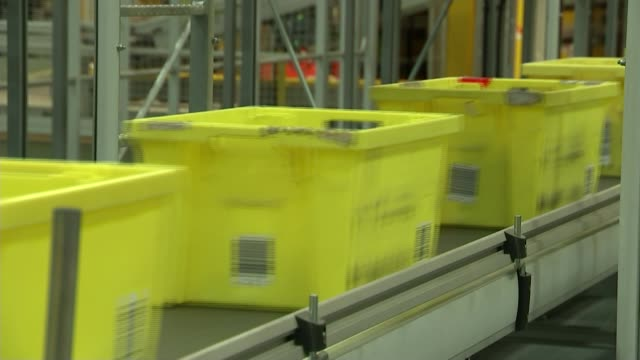 'toys r us' and 'maplin' go into administration; t25111627 / hertfordshire: hemel hempstead: amazon warehouse: int yellow boxes along conveyor belt... - toys r us stock videos & royalty-free footage