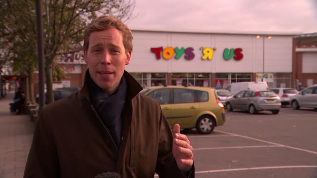 stockvideo's en b-roll-footage met toys r us to close a quarter of its stores england london ext reporter to camera general view toys r us store with christmas sales signs in windows... - toys r us
