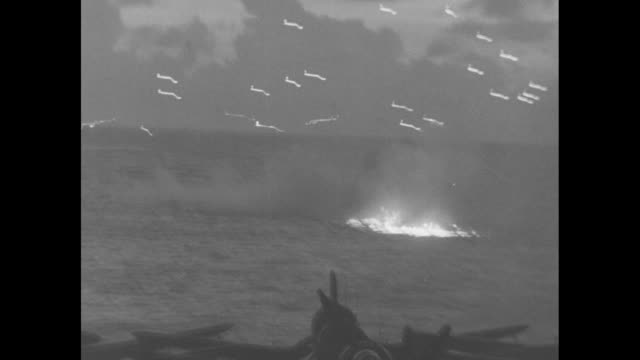 tracer bullets being fired from us warship / shot from on board ship of tracer bullets being fired from it / japanese plane flies low overhead... - flugabwehr stock-videos und b-roll-filmmaterial