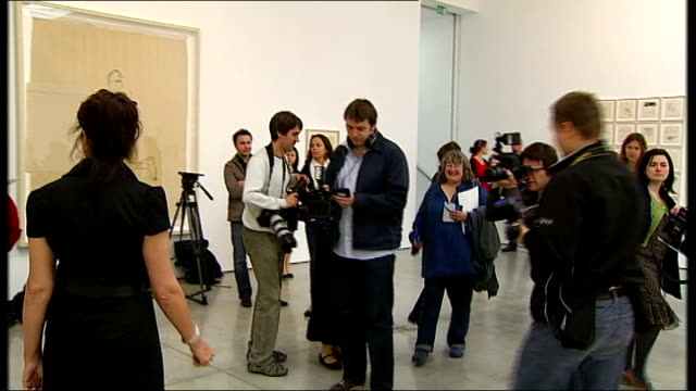 new show at white cube gallery england london int tracey emin along in gallery and posing for press emin speaking to circle of journalists about mps... - cube stock videos & royalty-free footage