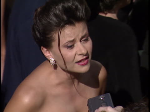 vídeos de stock, filmes e b-roll de tracey ullman at the emmy awards 1999 at shrine auditorium - shrine auditorium
