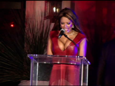 stockvideo's en b-roll-footage met traci bingham at the american red cross tsunami benefit at private residence in brentwood california on march 30 2005 - georganiseerde groepen