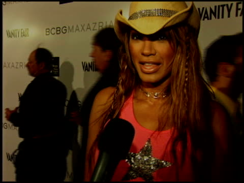 stockvideo's en b-roll-footage met traci bingham at the bcbg max azria store opening on august 18 2005 - bcbg max azria