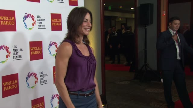 stockvideo's en b-roll-footage met traci dinwiddie at los angeles lgbt center 46th anniversary gala vanguard awards at the hyatt regency century plaza on november 07 2015 in los... - anniversary gala vanguard awards