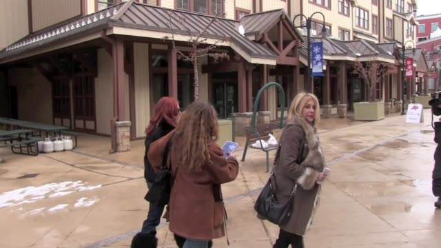 vidéos et rushes de traci lords at celebrity sightings in park city on 1/21/2012 in park city ut - traci lords