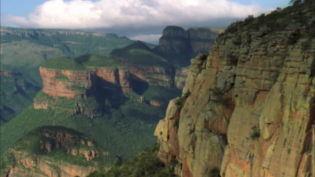 track across three rondavels rock formation at blyde river canyon, mpumalanga, south africa available in hd. - blyde river canyon stock videos and b-roll footage