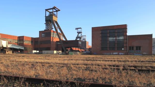 cu la track and minning of musee les mineurs wendel / petite rosselle, lorraine, france - lorraine bildbanksvideor och videomaterial från bakom kulisserna