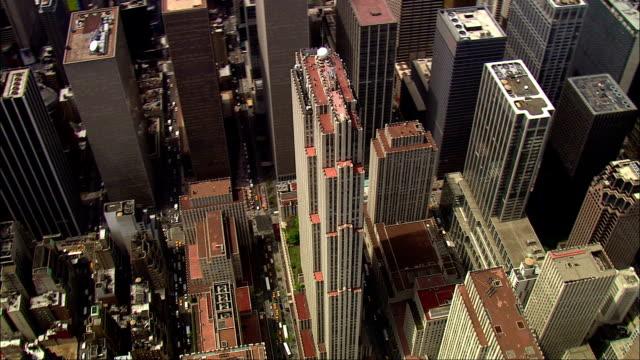 vídeos de stock, filmes e b-roll de track around ge building available in hd. - grande