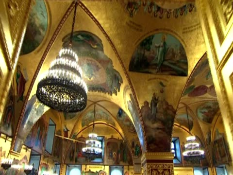 track around the faceted chamber in the great kremlin palace russia - palast stock-videos und b-roll-filmmaterial