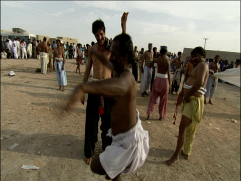 vidéos et rushes de track around traditional pahalwan wrestler dancing in celebration after wining his fight in dangal competition pakistan - concurrent