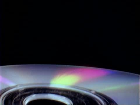 vídeos y material grabado en eventos de stock de track away from compact disc, black background - compact disc