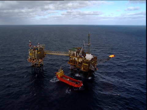 Track back from oil platform North Sea