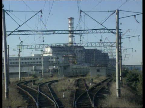 vídeos y material grabado en eventos de stock de track backwards from train away from chernobyl nuclear power plant ukraine; 1996 - nuclear energy