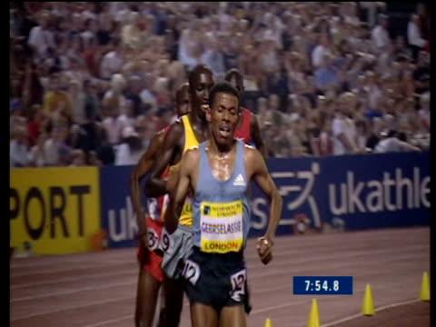 Track backwards on Haile Gebrselassie leading Men's 5000m 2003 International Athletics Crystal Palace London
