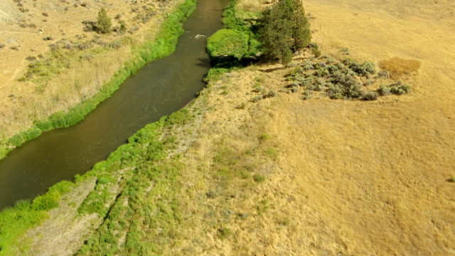 MS AERIAL Track Crooked River and Smith Rock / Terrebonne, Oregon, United States