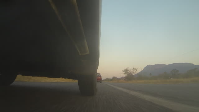 """vidéos et rushes de track forward along asphalt road. - """"bbc natural history"""""""