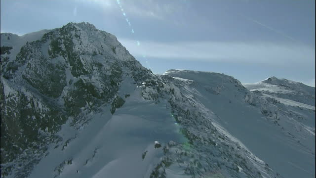 Track forward along the ridge line of Mt Tsurugi in Tateyama Mountain Range