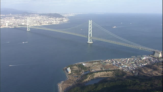 Track forward from Akashi-Kaikyo Bridge on the Awaji side to Tarumi Fishing Port in Kobe