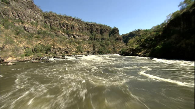 track forward over devil's gorge - victoria falls stock videos and b-roll footage
