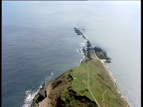 vídeos de stock, filmes e b-roll de track forward over filey brigg north yorkshire - península