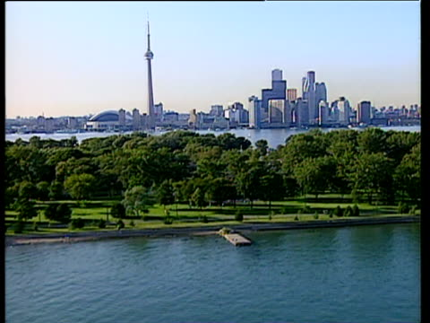 stockvideo's en b-roll-footage met track forward over lake ontario to cn tower sky dome and downtown high rise buildings - toronto