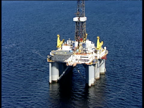 vídeos de stock, filmes e b-roll de track forward over oil platform in cromarty firth ross-shire - helicopter landing pads