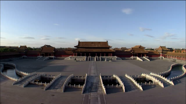 track forward through opening doors at hall of mental cultivation, forbidden city, beijing. - stone object stock videos & royalty-free footage