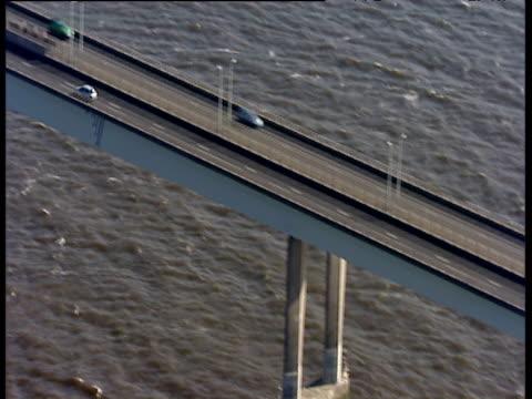 track left along tay road bridge dundee - スコットランド ダンディー点の映像素材/bロール