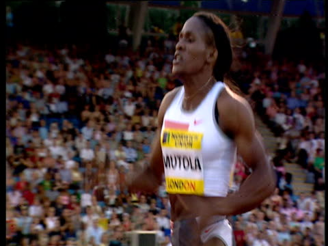 track left following maria mutola winning women's 800m, 2004 crystal palace athletics grand prix, london - 800 metre stock videos & royalty-free footage