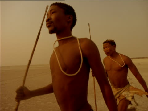 vidéos et rushes de track left over basarwa tribesmen running through desert, botswana - culture indigène