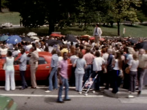 track left over fans gathered at graceland following death of elvis presley 1977 - trauernder stock-videos und b-roll-filmmaterial
