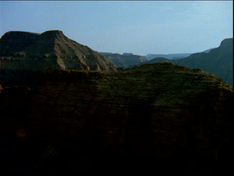 track left over rocky ridge and vast mountain range - ムラがある点の映像素材/bロール
